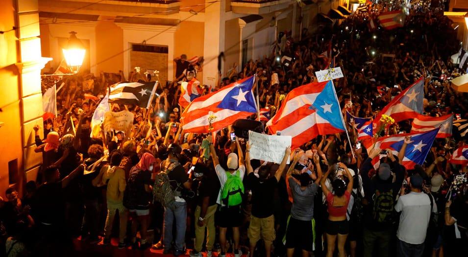 Puertorriqueños salieron a las calles de San Juan para festejar la renuncia de Ricardo Rosselló.