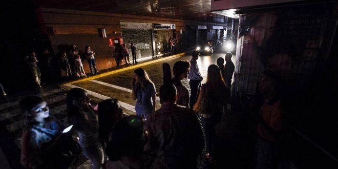 Venezuela vuelve a la incertidumbre de si tendrá luz ante el quinto apagón general