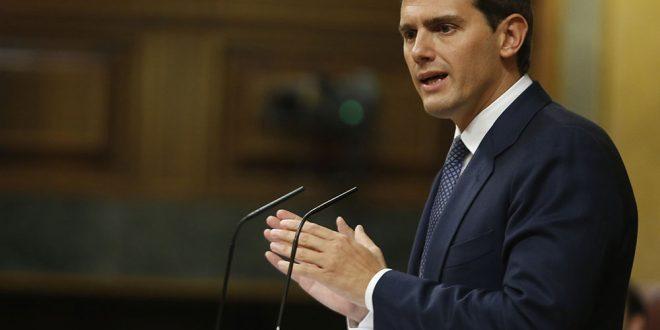 En su intervención este lunes en el Congreso de los Diputados el líder de Ciudadanos Albert Rivera se dirigió en todo momento al presidente en funciones Pedro Sánchez, a quien le anunció la oposición total de su partido al plan de gobierno del PSOE.