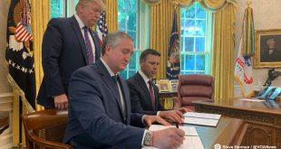 En la Casa Blanca suscribieron el entendimiento el ministro de Gobernación de Guatemala, Enrique Degenhart, y el secretario de Seguridad Nacional de EEUU Kevin McAleenan, en presencia del mandatario norteamericano Donald Trump.