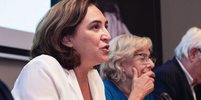 La alcaldesa de Barcelona Ada Colau afirmó que no cree que las medidas contra la contaminación sean impopulares, sino que la ciudadanía las está pidiendo.