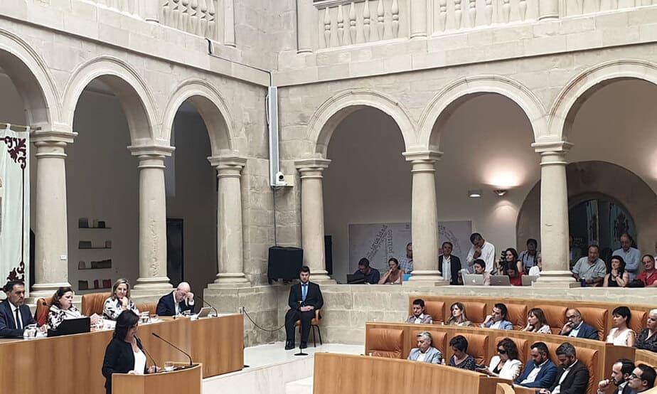 Si en los próximos dos meses ningún candidato obtiene la confianza mayoritaria de la Cámara de La Rioja, esta se disolverá automáticamente y deberá exhortarse a la realización nuevamente de elecciones autonómicas.