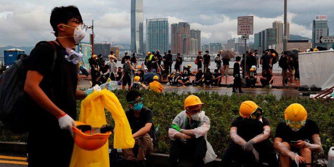 Nuevas manifestaciones se han generado tras anunciarse que a 44 manifestantes se les inculpa por haber participado en disturbios en las avenidas de Hong Kong.