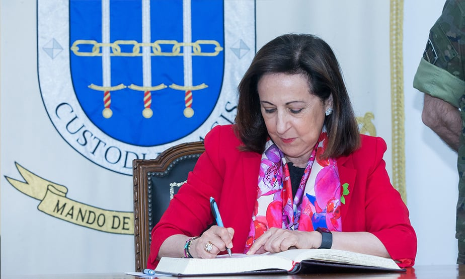 Ministra de Defensa ascenderá por primera vez a una mujer a general del Ejército