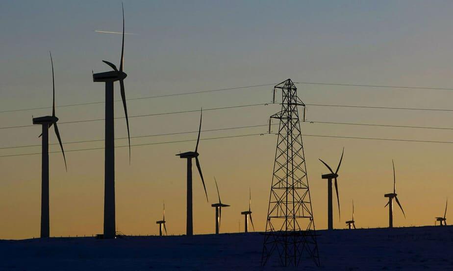 La Secretaría de Estado de Energía de España calcula que si todos los permisos solicitados hasta ahora a la Red Eléctrica se tradujeran en proyectos reales, el país dispondría de energía renovable suficiente como para abastecer a 84 millones de hogares.