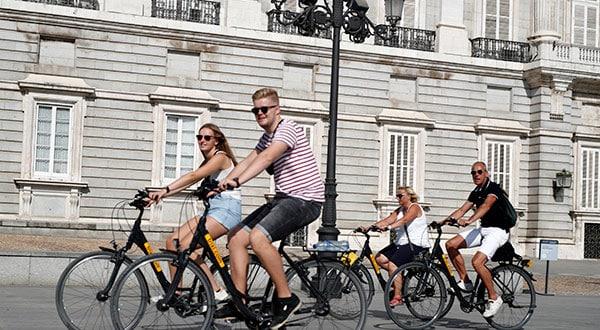 Conforme a los datos del INE, durante mayo de este año al territorio español ingresaron ocho millones de turistas, cifra que representa 1,6 por ciento menos en comparación con el mismo mes de 2018.