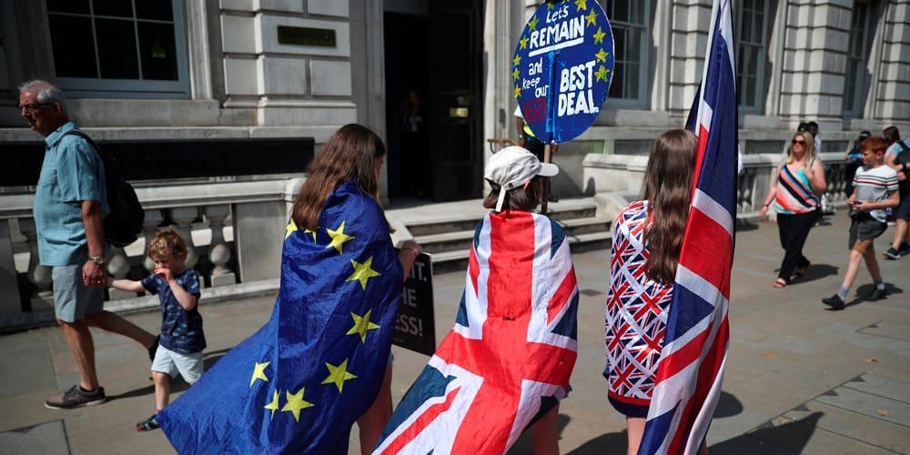 Personas se manifiestan en Londres en contra del Brexit.