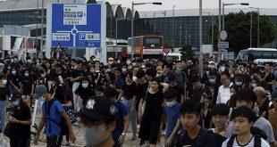 Masiva protesta bloquea el aeropuerto de Hong Kong