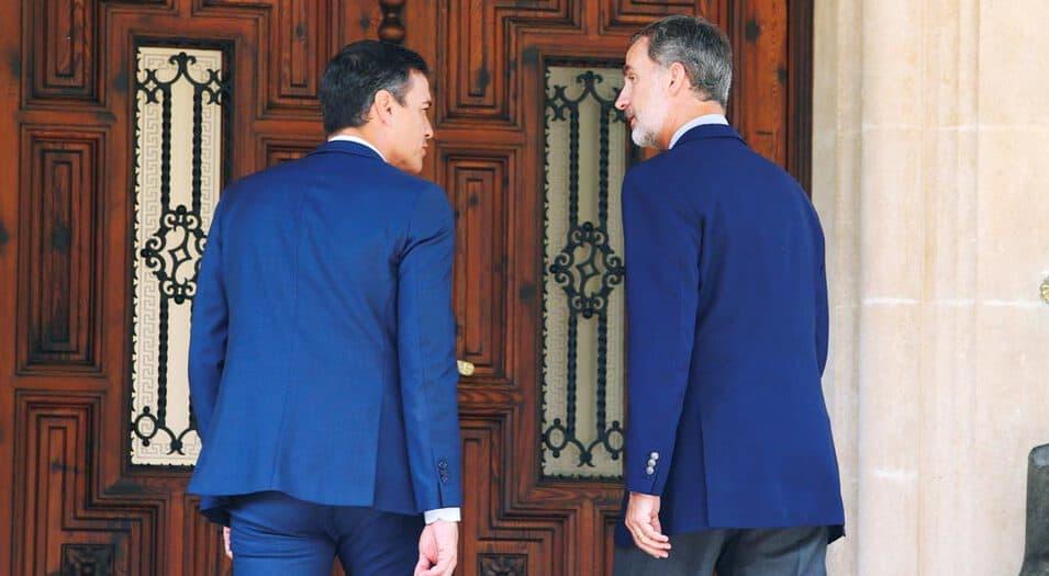 El Rey Felipe de España y el presidente en funciones Pedro Sánchez se reunieron el 7 de agosto de 2019.