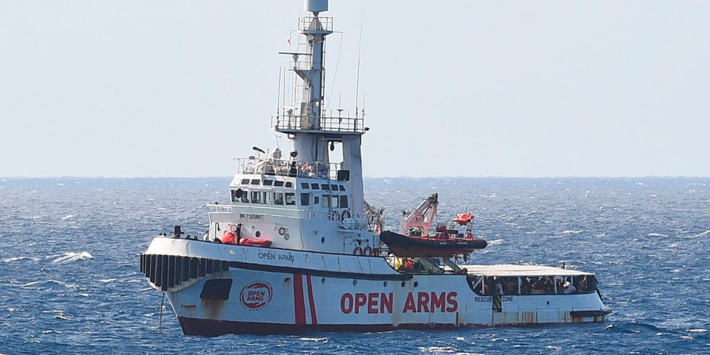 La embarcación española se encuentra a tan solo un kilómetro del puerto de Lampedusa.