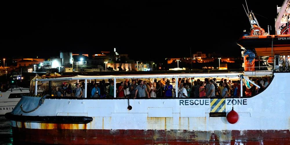 El Open Arms finalmente atracó en Lampedusa.
