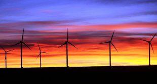 La Asociación Americana de Energía Eólica (AWEA) reporta que el crecimiento récord de la energía eólica estadounidense continúa acelerándose y que a la fecha reportan más de 200 proyectos de parques eólicos en marcha en 33 estados.