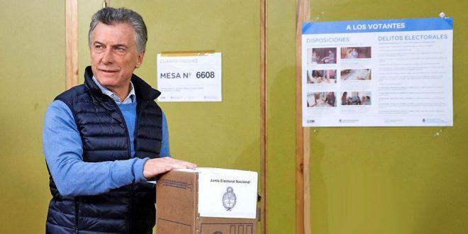 El presidente Mauricio Macri emitió muy temprano su voto durante el desarrollo de las primarias argentinas.