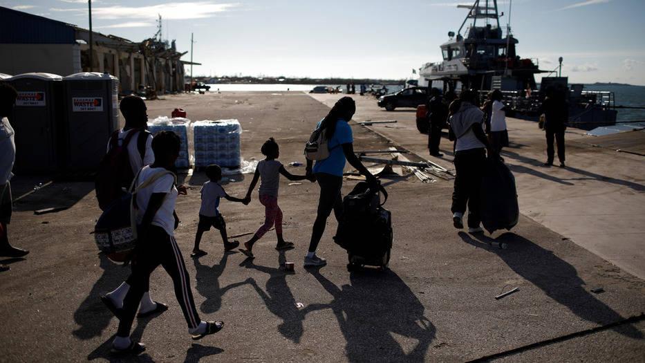 Sobrevivientes de Dorian fueron evacuados de la isla Abaco, dejando atrás un panorama de destrucción