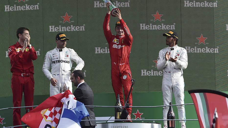 Valtteri Bottas, Charles LeClerc y Lewis Hamilton en el podio del Gran Premio de Monza