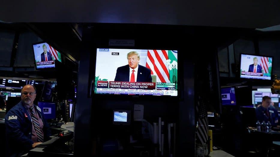 Los mercados retrocedieron luego de que Donald Trump. criticara las políticas económicas de China