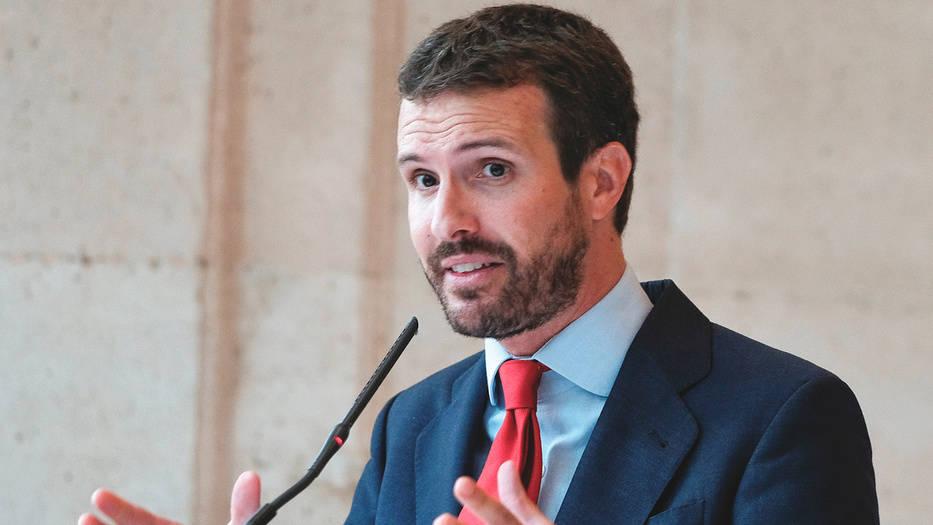 Para rentabilizar pactos como el que le ha permitido retener el poder en Madrid, donde recuperó la alcaldía y gobierna en la Comunidad, Casado ha lanzado su propuesta 'España Suma' para concurrir a las elecciones en coalición con Ciudadanos y Vox con el objetivo de unificar las fuerzas de centro y derecha.