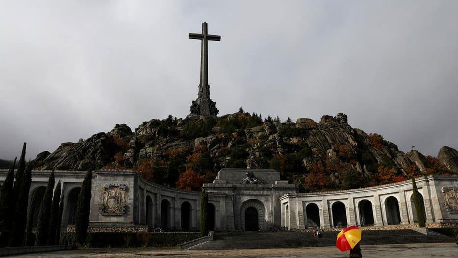 De acuerdo a la decisión del Supremo, los restos de Franco serán exhumados de la basílica de Cuelgamuros y trasladados a Mingorrubio.