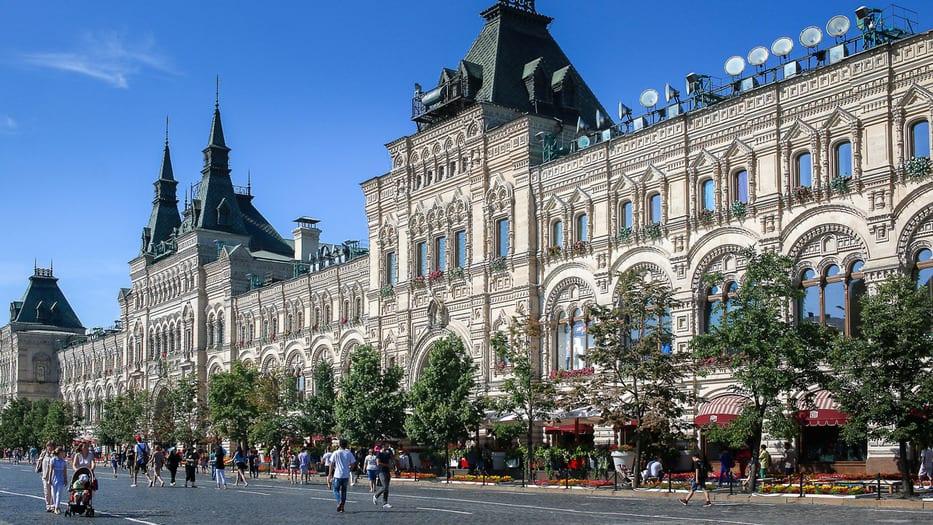 En Moscú, votantes acuden a colegios electorales para escoger representantes vinculados a Vladimir Putin