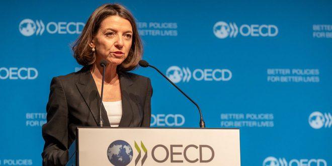 La economista Jefe de la OCDE, Laurence Boone, sugiere a los gobiernos del mundo hacer mayores inversiones en infraestructuras que permitan incrementar la demanda en el corto plazo y beneficien el crecimiento económico en el largo plazo.