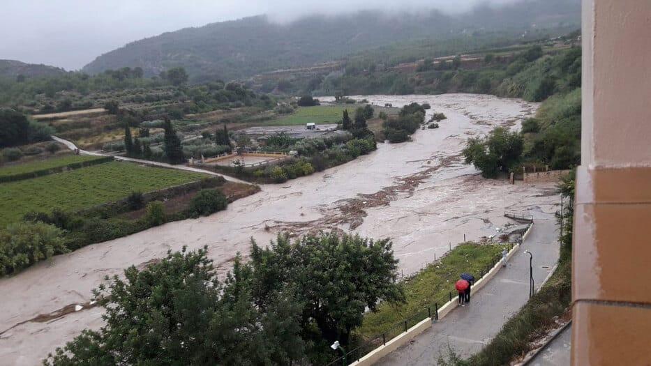 El desbortamiento del río Clariano en Ontinyent ha ocasionado importantes pérdidas materiales.