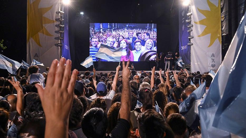 Los argentinos esperan aliviar sus dificultades económicas, más que escuchar promesas del nuevo Ejecutivo