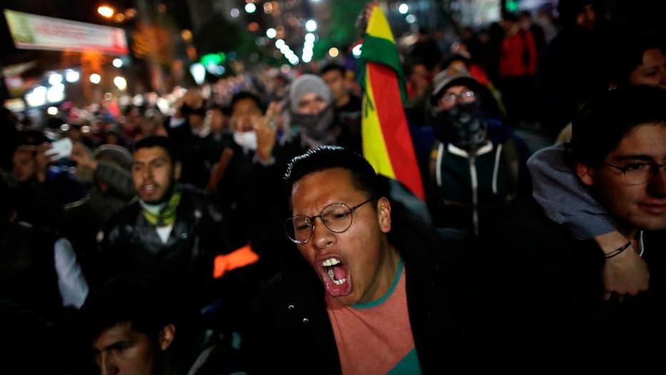 Miles de personas han salido a las calles de Bolivia para protestar contra el fraude electoral.