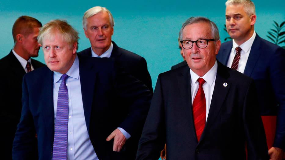 Juncker y Johnson se encontraron en el inicio de la Cumbre Europea.