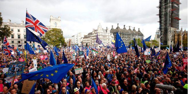 Se retrasa el Brexit: El Parlamento aprueba una enmienda que suspende la votación final del acuerdo con la UE