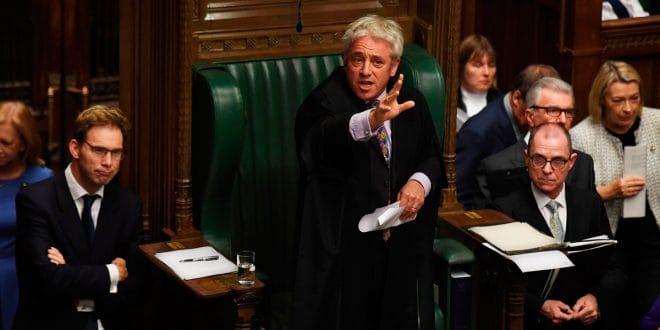 El 'speaker' del Parlamento británico rechazó abrir la votación del Brexit para este lunes