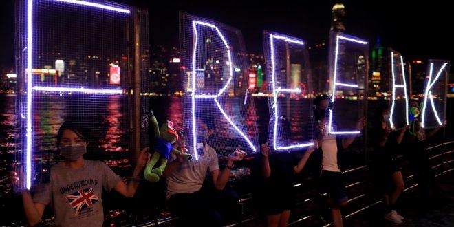Manifestantes de Hong Kong siguen presionando cambios políticos en China, al cumplirse 70 años de la llegada del comunismo en ese país asiático