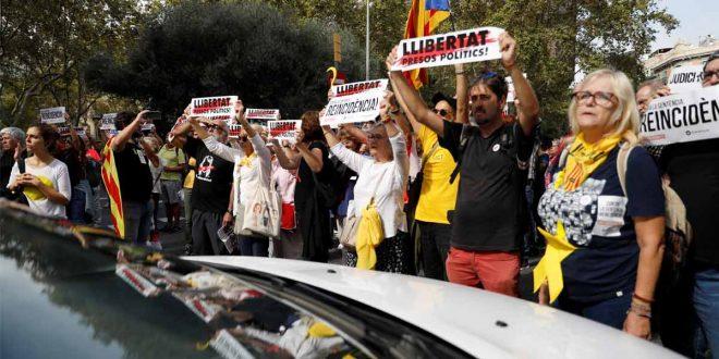 Sexta jornada de manifestaciones en Cataluña entre tensión y violencia