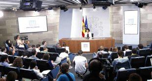 """La ministra Isabel Celaá indicó que el gobierno desea que la dirección del Parlament sepa """"que deben impedir cualquier actuación que eluda las sentencias""""."""
