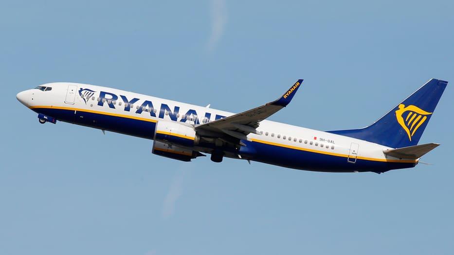 La aerolínea de bajo coste ejecutará el cierre de sus bases en enero.