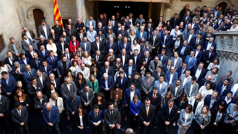 """PSOE, PP y Cs rechazaron este sábado la Declaración """"soberanista"""" de la Llotja de Mar. Mientras, Quim Torra se reunió con alcaldes y representantes de los municipios en el Palau de la Generalitat"""