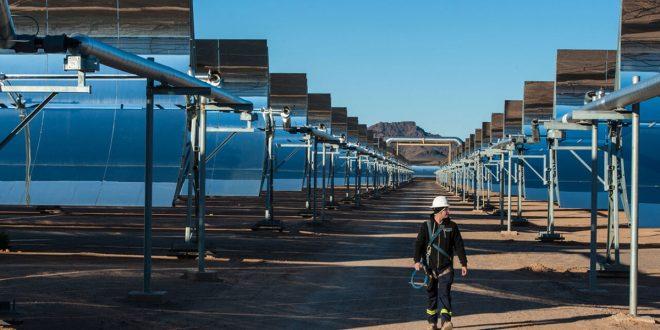 Cerca de dos mil personas trabajan en la construcción de la planta termosolar sobre una superficie de mil hectáreas/Abengoa.