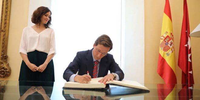 El alcalde José Luis Martínez-Almeida anunció la rebaja al mínimo legal posible el tipo general del IBI, medida de la que pueden beneficiarse todos los madrileños/Twitter@Martínez-Almeida/Archivo