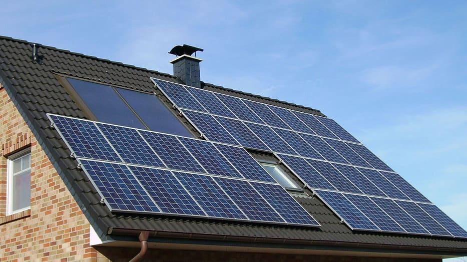 La AIE calcula que la cantidad de sistemas de techos solares en los hogares se duplicará a más de 100 millones para 2024 en todo el mundo/Pixabay