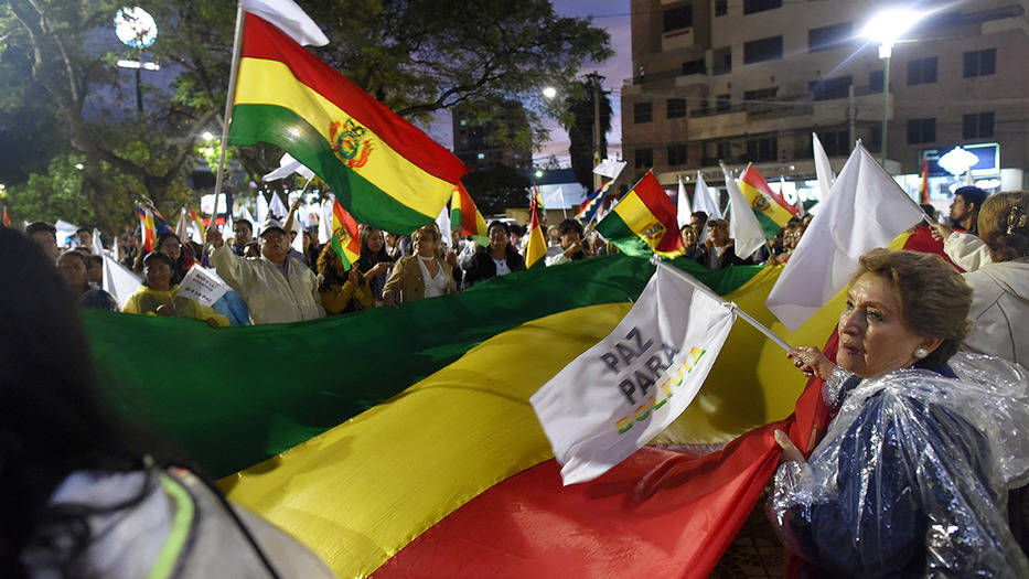 Bolivianos pidieron por la paz, en medio de violenta crisis política, a la espera de elecciones