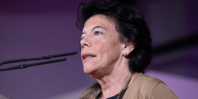 Isabel Celaá desata polémica al afirmar que la libertad para elegir los centros educativos no está garantizada en la Constitución