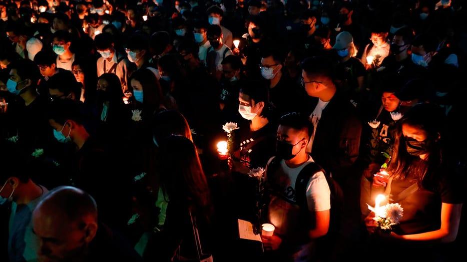 Vigilia de estudiantes para recordar a Alex Chow