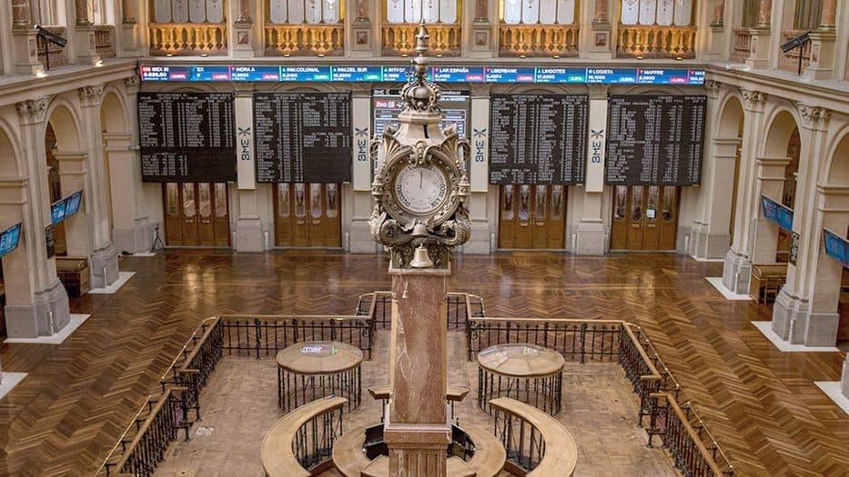 El selectivo de la Bolsa española subió 0,7% este lunes y llega a los 9.300 puntos