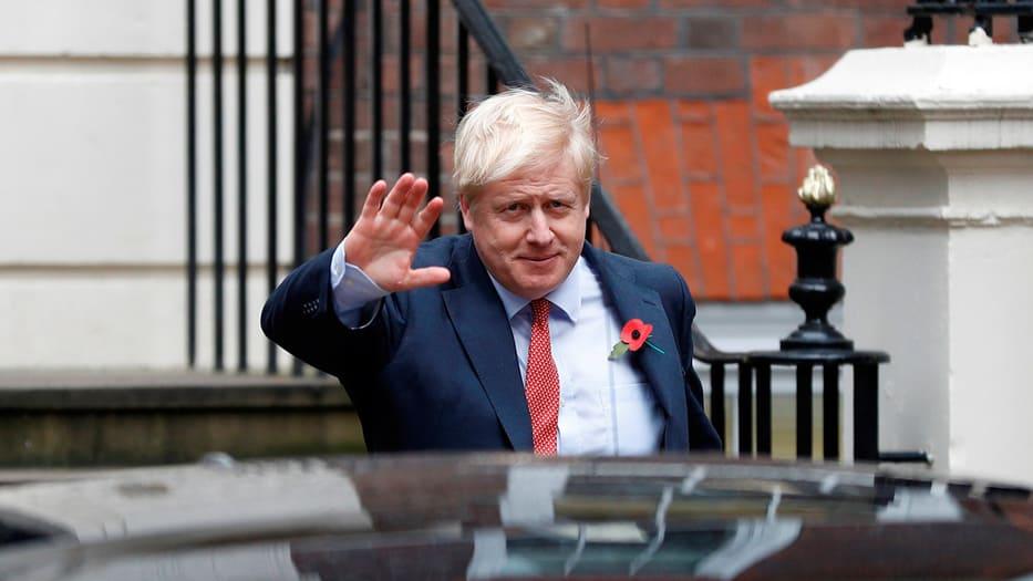 El 'premier' británico se disculpó por no haber podido ejecutar el Brexit aún.