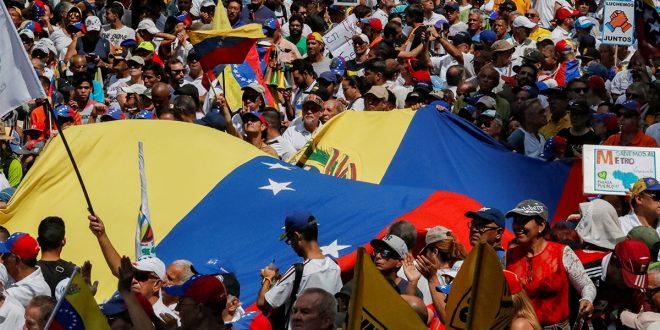 Venezuela en la calle busca alcanzar la libertad conquistada en Bolivia