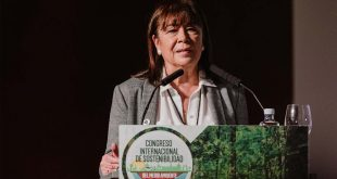 Cristina Narbona sugiere reforma constitucional en el CISM