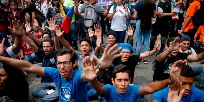 Estudiantes venezolanos se movilizaron para exigir que Fuerzas Armadas dejen de apoyar al régimen de Maduro
