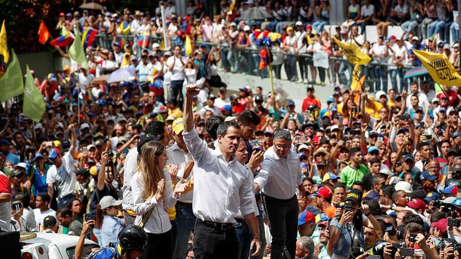 El presidente interino, Juan Guaidó, invitó a los venezolanos a una lucha permanente en las calles