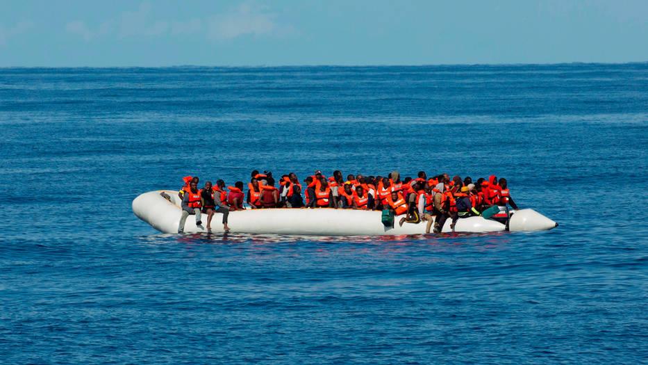 Migrantes africanos siguen llegando a las costas europeas.