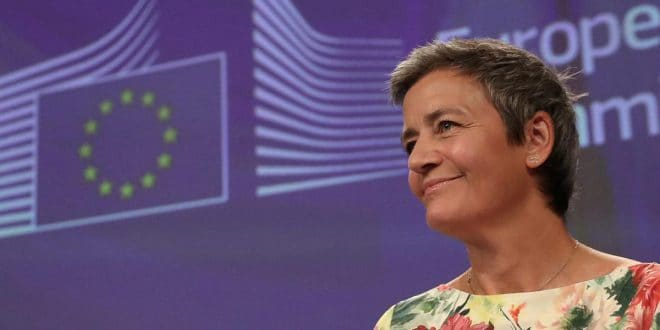 Margrethe Vestager aclara que el impuesto digital incluiría también la supervisión de la política industrial.