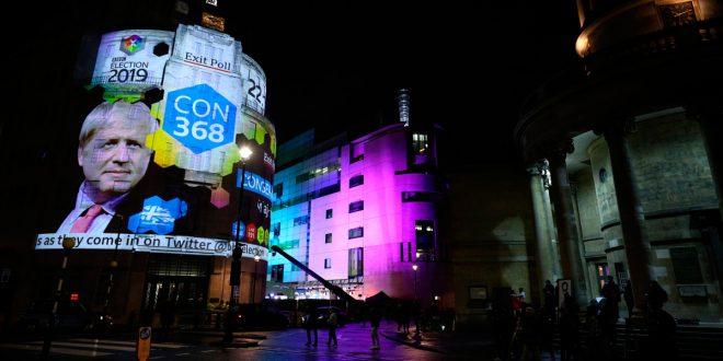 Elecciones en Reino Unido: Johnson conseguiría mayoría absoluta, según los resultados a pie de urna